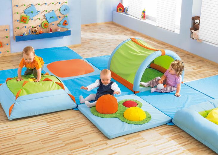 Bewegungsraum 0 2 bewegen raumkonzepte kinder unter for Raumgestaltung u3