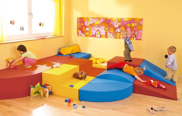 bewegungsraum 1 3 bewegen raumkonzepte kinder unter 3 wehrfritz gmbh. Black Bedroom Furniture Sets. Home Design Ideas